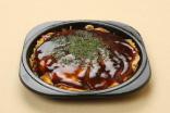 暖めたお好み焼きに、添付の「お好みソース」を塗り、お好み「スパイスアルファ」と青海苔をふりかけ、お召し上がりください。